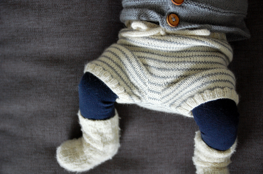 strikkede-babyshorts