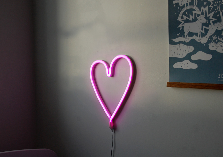 neon-lampe-alittlelovelycompany