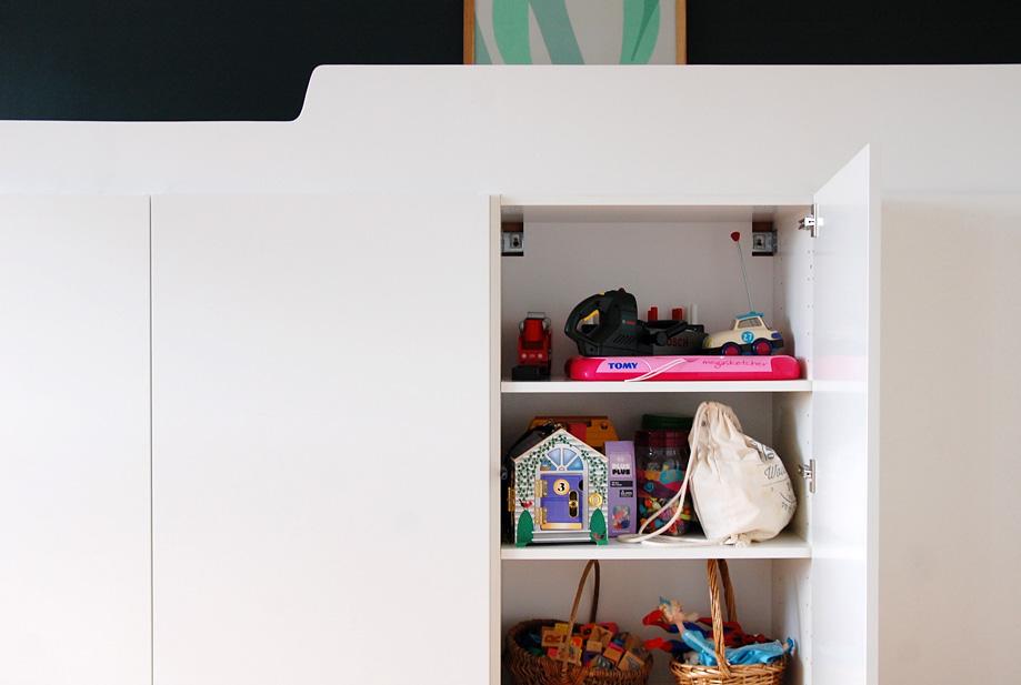 hjemmelavet-seng-med-opbevaring-